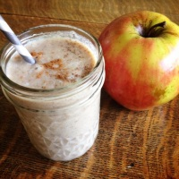 Delicious Apple Pie Smoothie (Paleo, vegan and raw)